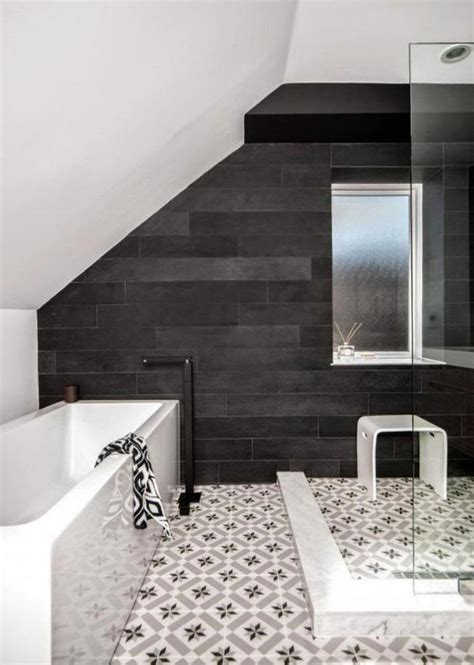 carrelage au sol salle de bain le carrelage noir entre dans la salle de bain et la cuisine archzine fr