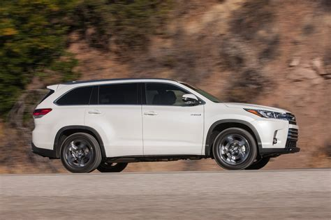 toyota 4wd 2017 toyota highlander hybrid reviews and rating motor trend