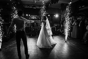 Tips to ensure your first dance and first dance photos for First time wedding photographer