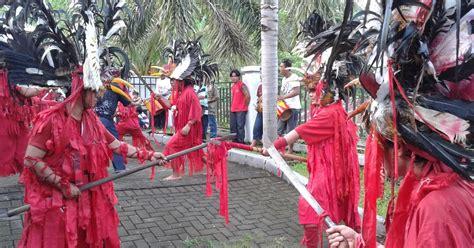 tari cakalele tari perang tradisional maluku