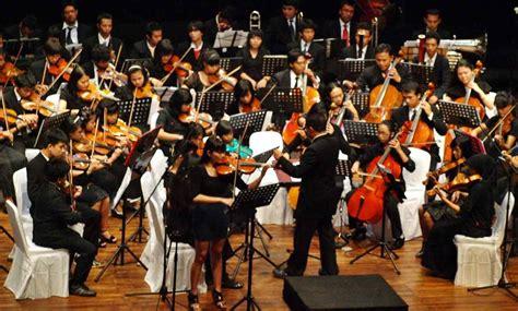 Pertunjukan musik tradisional menggunakan alat musik asli dari daerah setempat misalnya seperti gamelan, kulintang, sasando atau alat musik daerah yang lain. 17 Alat Musik Gesek Lengkap Gambar Dan Penjelasan - Serupa Me