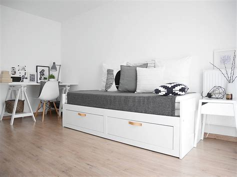 Transform Your Bedroom With Daybed Or Comfortable