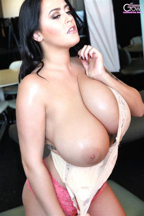 Leanne Crow Nude Bra Fun Foxhq