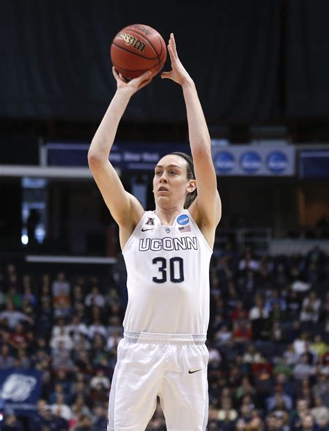 UConn's Breanna Stewart halfway to goal of 4 national ...