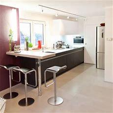 Moderne Leicht Küche Mit Glasarbeitsplatte Und Theke