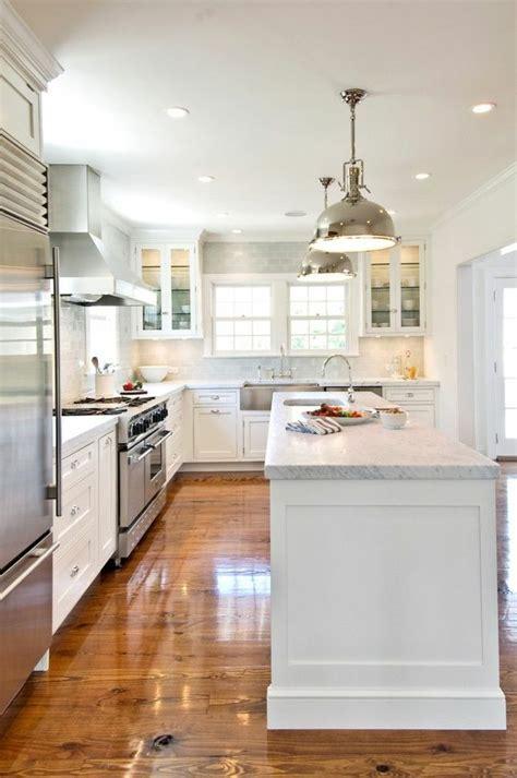 cuisine blanche et bois clair les 25 meilleures idées de la catégorie cuisine blanche et