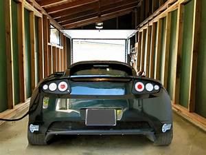 Borne De Recharge Tesla : int rieur d 39 un garage solaire box borne de recharge solaire voiture lectrique tesla ~ Melissatoandfro.com Idées de Décoration
