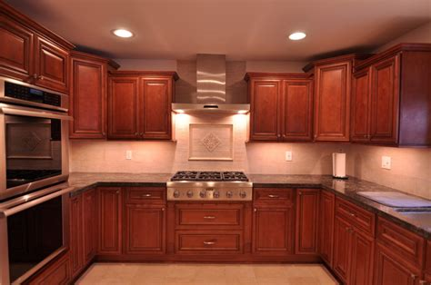 kitchen backsplash ideas with cherry cabinets cherry kitchen caninets and backsplashes ideas home 9057