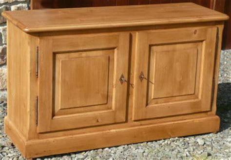 buffet cuisine en pin buffet bas 2 portes meuble en pin vieux bois