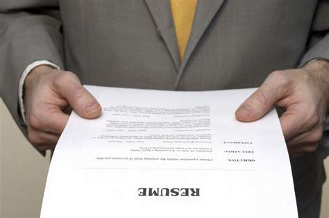 Handing In A Resume by тестировщик по минимальный пакет знаний для