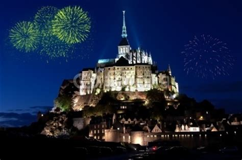 feu d artifice mont michel feu d artifice mont michel de olivier rault photo libre de droits 26973316 sur fotolia