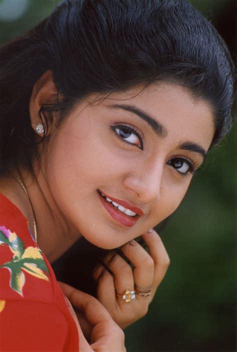 Tollywood movie actress nikita bisht biography news photos videos nettv4u reviewed by ferep1951 hulsebos on july 21, 2021 rating: South Indian Actress Wallpapers: South Indian Actress Divya Unni Hd Wallpaper