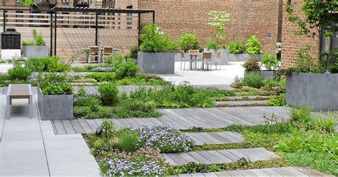 terrazza giardino pensile esempio di terrazza verde per outlet i progetti di