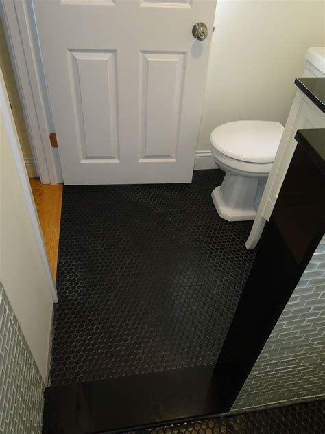 Floor Tile Paint For Bathrooms by Black Highgloss Concrete Paint For Bathroom Floor