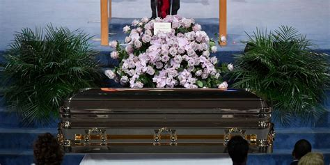 moving   aretha franklins funeral service