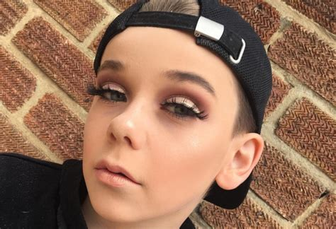 Schöne 14 Jährige by 10 J 228 Hriger Junge Schminkt Sich Besser Als Viele M 228 Dchen
