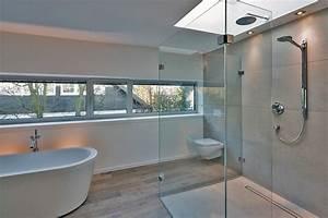 Badezimmer Modern Bilder : haus am hang modern badezimmer other metro von stufe 4 architektur ~ Sanjose-hotels-ca.com Haus und Dekorationen