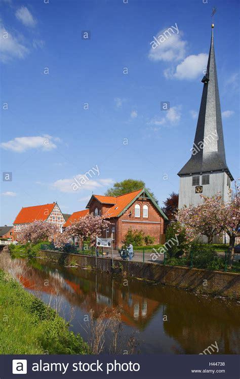 Häuser Kaufen Jork by Altes Land Kirche In Jork Borstel Stockfoto Bild