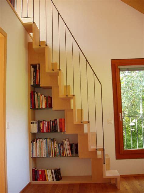 Dachgeschoss Treppe Einbauen by Spartreppe Regal Diele Treppe Spartreppe Treppe