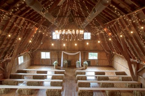 Barn Wedding Illinois by Illinois Brides And Grooms Tie The Knot At Barn Weddings