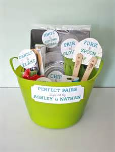 best wedding shower gifts pairs a bridal shower gift basket