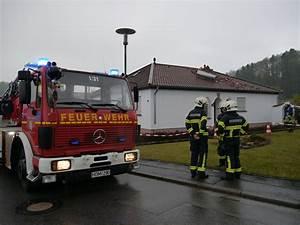 Offenes Feuer Im Wohngebiet : blitzeinschlag in lautzkircher wohnhaus sorgt f r gro en schaden blaulichtreport ~ Whattoseeinmadrid.com Haus und Dekorationen