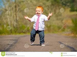 Erste Schritte Baby : baby erste schritte stockfoto bild von zuerst jahr 31401034 ~ Orissabook.com Haus und Dekorationen