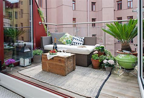 canapé de balcon bel appartement duplex à göteborg à l agencement atypique