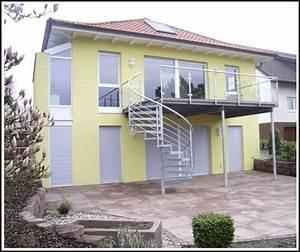Balkon mit treppe in den garten fd83 hitoiro for Französischer balkon mit lärmschutz garten kosten
