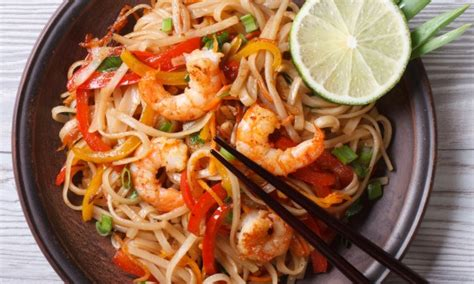 cuisine thailandaise recettes faciles recette de pad thaï savoureuse et facile à préparer