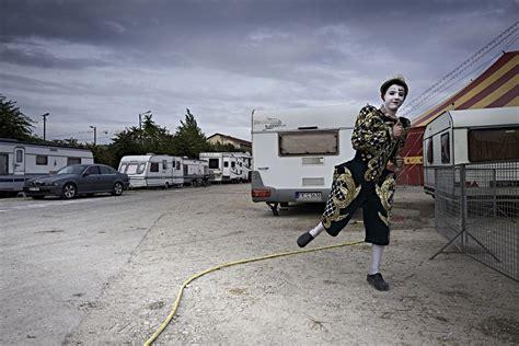 bureau photographe derrière le rideau du cirque medrano of