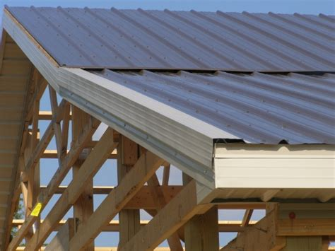 Pole Barn Roofing by Steel Roofing On Pole Barn