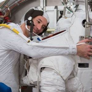 Astronaut recounts near-drowning on spacewalk | Inquirer ...