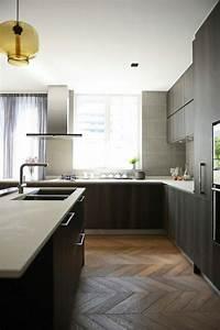 Cuisine Blanche Plan De Travail Bois : image de cuisine en bois sombre avec plan de travail blanc ~ Preciouscoupons.com Idées de Décoration