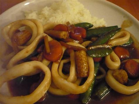 cuisiner les calamars celle qui cuisinait ou le plaisir de cuisiner wok de calamars