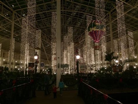 christmas decorations picture of gaylord opryland resort