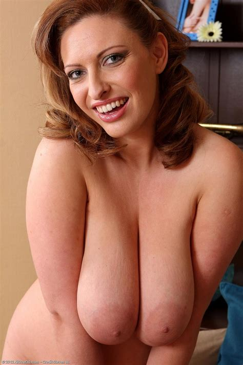 Gorgeous All Natural Milf Salinas Shows Perfect Tits