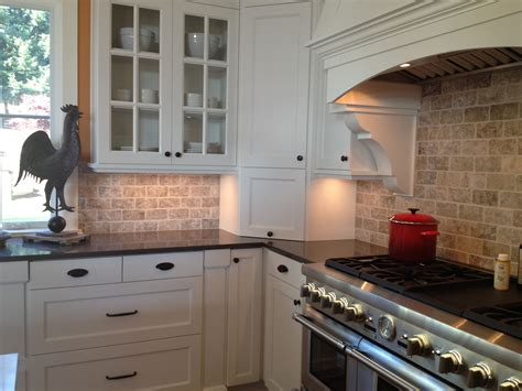 Kitchen Countertop Backsplash by Picture Of Kitchen Travertine Backsplash With White