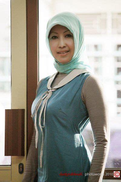 Bokep Ibu Ibu Jilbab Body Montok