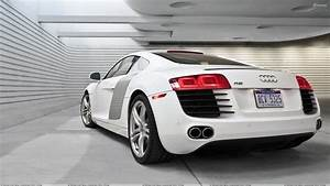 Audi Garage : back pose of audi r8 in white in garage wallpaper ~ Gottalentnigeria.com Avis de Voitures