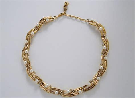 trifari vintage pearl  gold tone necklace  ca