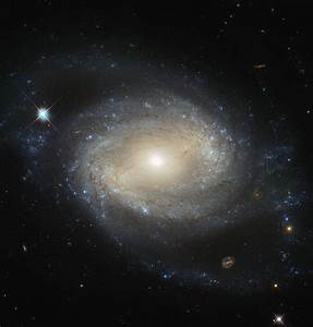 Hubble Image of the Week: Barred Spiral Galaxy NGC 4639