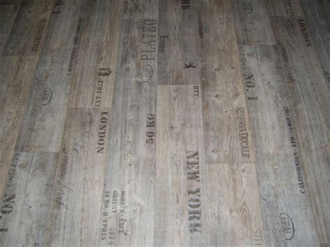 Pvc Bodenbelag Holz-optik Planken Mit Schriftzügen 400 Cm