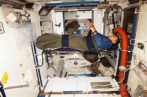 Futuristic Space Station Sleeping Quarters (page 2) - Pics ...