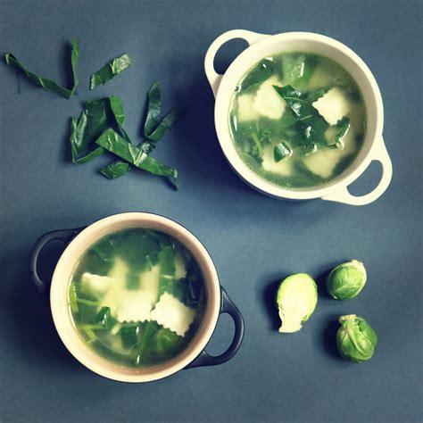 cuisiner choux de bruxelles frais soupe verte de ravioles façon minestrone