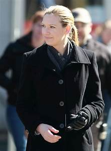 Anna Torv Photos Photos - Stars On The Set Of 'Fringe' In ...