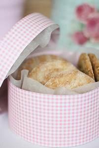 Runde Schachtel Basteln : mit liebe verpackt runde keks schachtel selber basteln diy geschenkverpackungen schachtel ~ Frokenaadalensverden.com Haus und Dekorationen