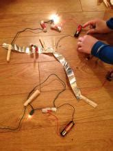 electric circuits  home  wires  bulbs