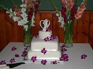 Square Wedding Cake with a Heart Shaped Wedding Cake Top ...