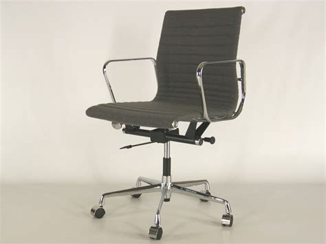 chaise bureau fille chaise de bureau eames the vitra ea 108 aluminium chair